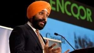 El Honorable Navdeep Bains, Ministro de Innovación presentando el proyecto de tecnología 5G
