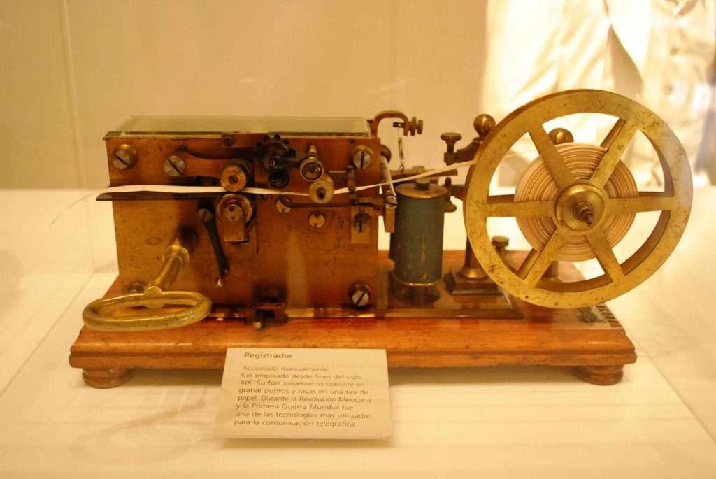 Samuel Morse desarrolló en 1837 el primer sistema electrónico de comunicaciones